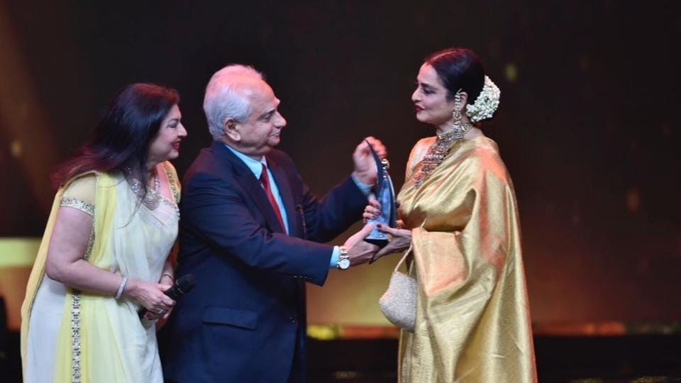"Rekha got the Hall of Fame (female) award. ""Style is not external, it is a feeling. Saree reminds me of my mother, when i wear Kanjeevaram I feel engulfed by love, protection and softness from my mother,"" she said. (HT PHoto)"