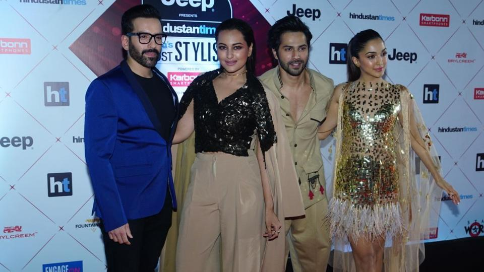 Sonakshi Sinha, Varun Dhawan and Kiara Advani at the red carpet.  (HT Photo)