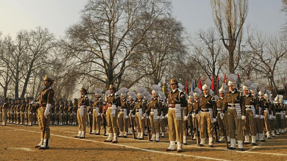 Kashmir police has sounded an alert against an 18-year-old girl from Pune who they suspect could be a possible suicide bomber at the parade. A communiqué to all district police heads was sent by Kashmir IG, Munir Khan raising alert against a resident of Yerawada, Pune currently in the valley. (Waseem Andrabi / HT Photo)