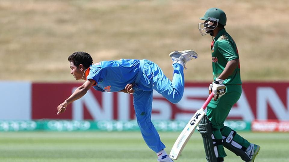 Kamlesh Nagarkoti (L) then picked 3/18 as India bowled Bangladesh out for 134. (IDI via Getty Images)