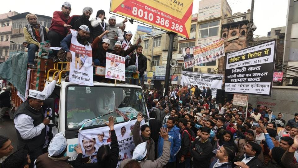 Disqualified MLA Alka Lamba along with other AAP party workers participate in a protest march at Chawri Bazar, keeping with the call for a Delhi Bandh made by Confederation of All India Traders (CAIT) to protest against sealing drive by MCD, in Old Delhi, on Tuesday. (Sonu Mehta/HT Photo)