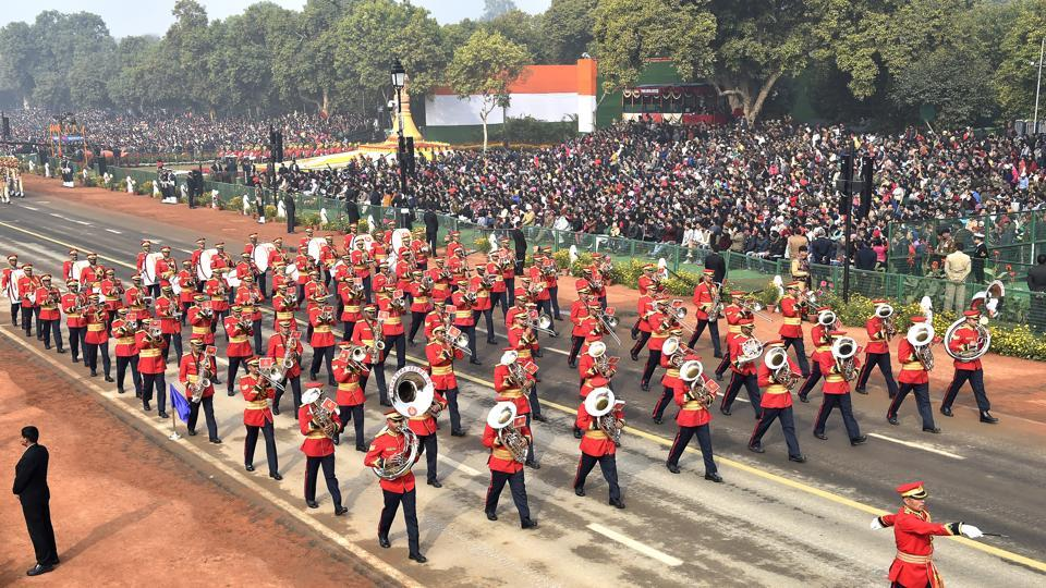 The BSF's marching band passes through the saluting base at Rajpath. (Ajay Aggarwal / HT Photo)