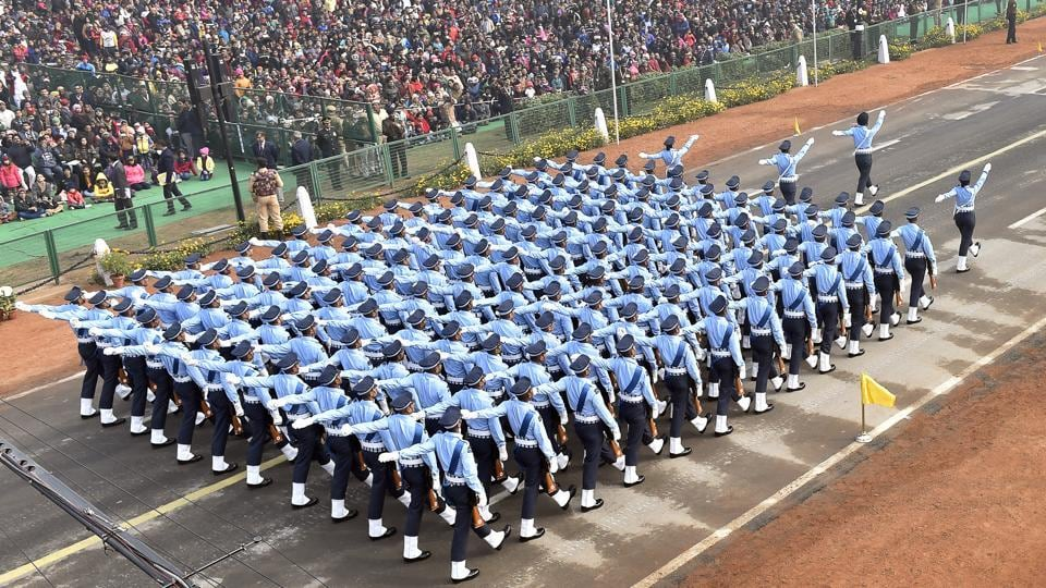 The Air Force's foot contingent passes by the crowd in a neat formation. (Ajay Aggarwal / HT Photo)
