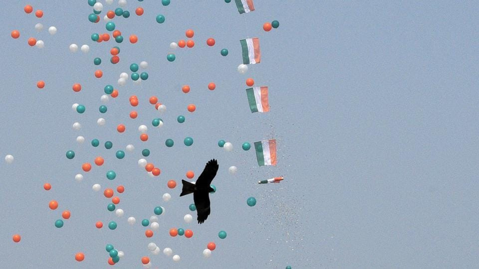 This year's parade drew to a close with the release of  tricolour balloons into the sky over Rajpath. (Mohd Zakir / HT Photo)