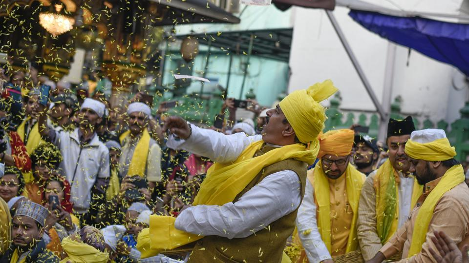 Nizamuddin Dargah embraces yellow to celebrate Sufi Basant, in New Delhi on Sunday. Special qawwali programmes were organised on the day and spring songs were dedicated to Hazrat Nizamuddin. (Burhaan Kinu/HT Photo)