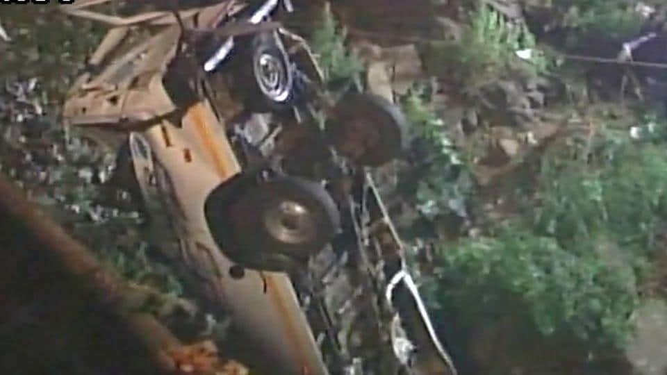 13 killed as minibus falls into river in Maharashtra