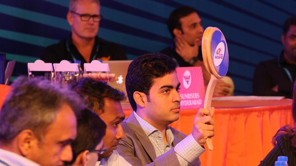 Mumbai Indians' first buy of the day was Kieron Pollard for Rs.5.4 crore. The image shows Akash Ambani bidding for Shikhar Dhawan, who was eventually bought by Sunrisers Hyderabad. (BCCI)