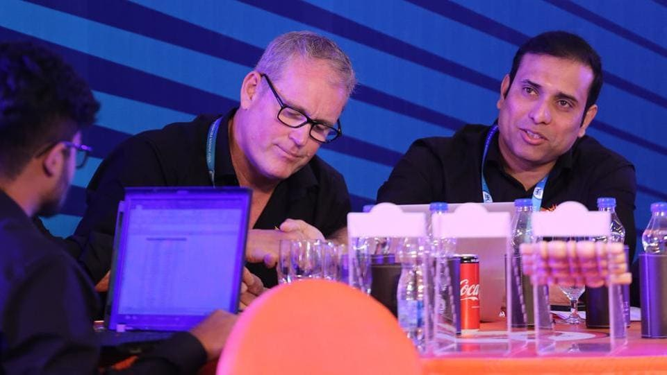 Sunrisers Hyderabad officials Tom Moody and VVS Laxman make their calculations during the auction. (BCCI)
