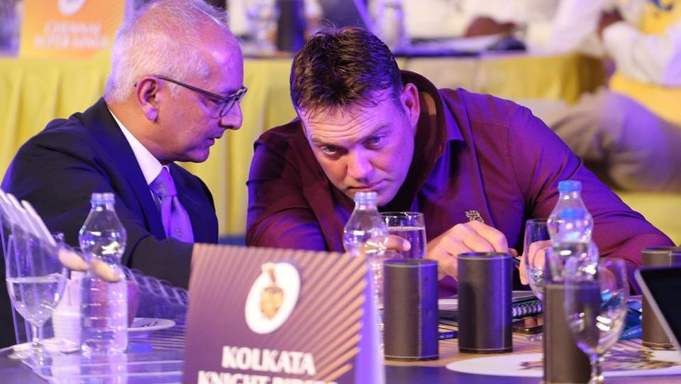 Kolkata Knight Riders' Jay Mehta chats with Jacques Kallis during the Indian Premier League (IPL) auction in Bangalore. (BCCI)