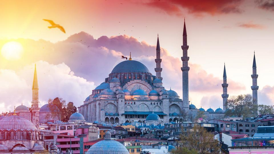 November in Istanbul is a few degrees warmer than the neighbouring countries of Europe and also provides a vigorous push of the exotic to ward off the winter blues.
