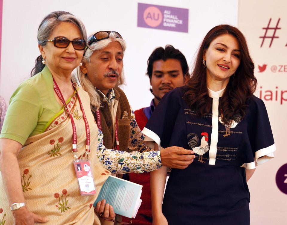 Soha Ali Khan and Sharmila Tagore in conversation with Sanjoy K. Roy during The Perils of Celebrity session, in Jaipur Literature Festival (JLF) at Diggi Palace in Rajasthan, India, on Sunday, January 28, 2018.  (Raj K Raj/HT Photo)