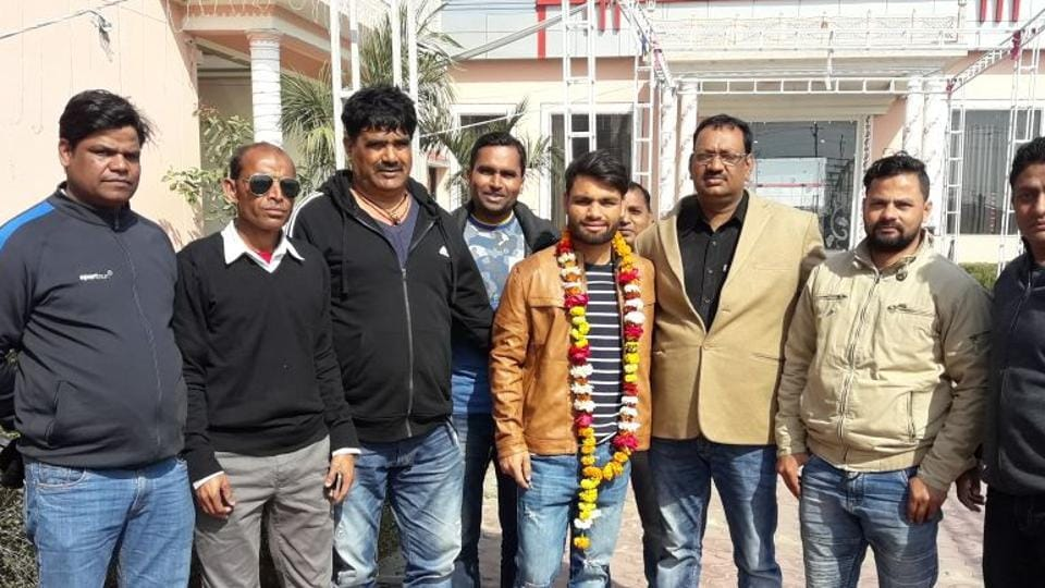 Rinku Singh, who was picked up by Kolkata Knight Riders (KKR)in the Indian Premier League (IPL)auction, being felicitated in Aligarh on Monday.