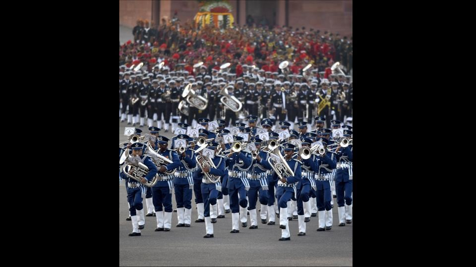Amid soulful classical renditions and foot-tapping numbers rending the air, the Beating Retreat ceremony was held in Delhi today, marking the culmination of Republic Day celebrations. (Ajay Aggarwal / HT Photo)
