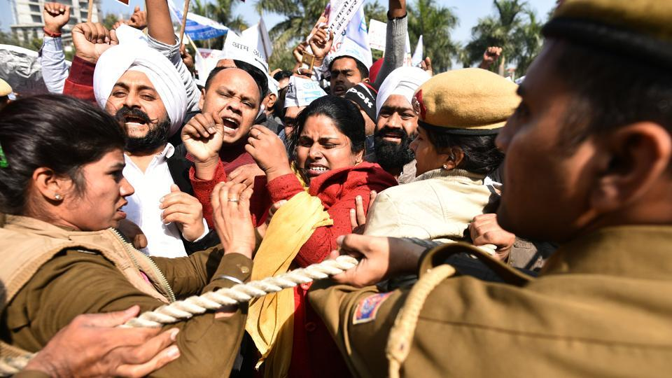 Delhi sealing drive: AAP holds protest, says leaders ...