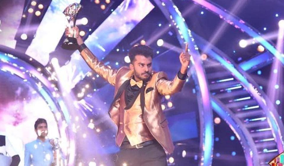 Chandan Shetty flaunst his winner's trophy at Bigg Boss Kannada season 5 finale.