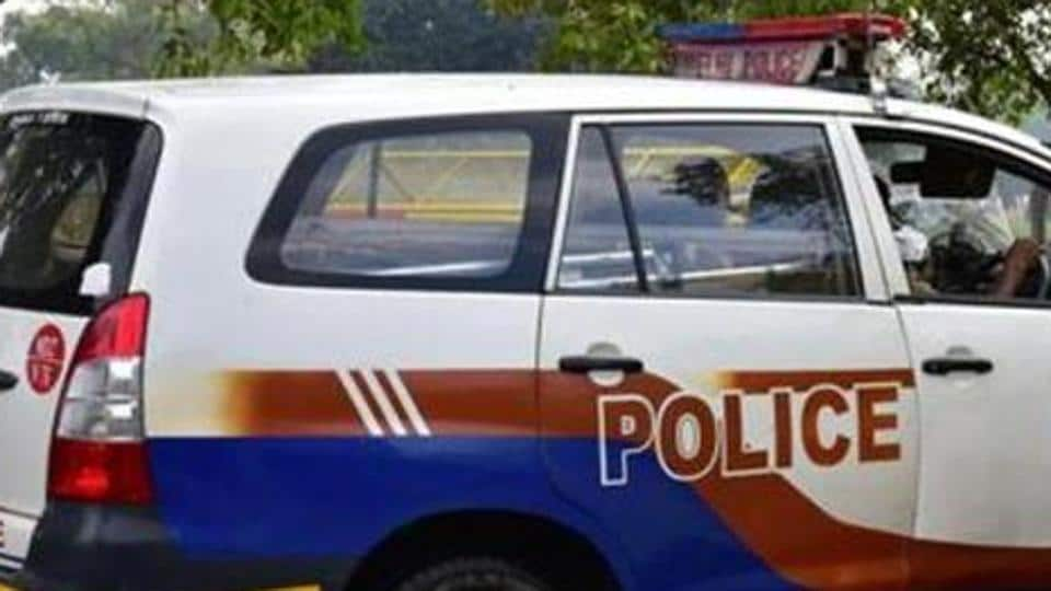 Girl kidnapped,Madhya Pradesh kidnap,police van hijacked