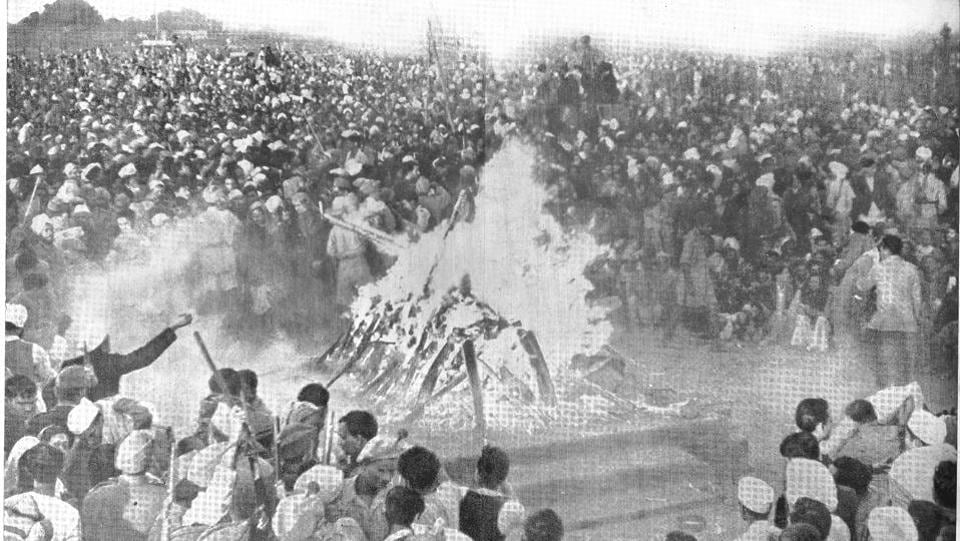 The funeral pyre is seen aflame at Rajghat. Hundreds offered floral tributes at the 'samadhi' or pyre platform with special prayers held every Friday. (Henri Cartier-Bresson)