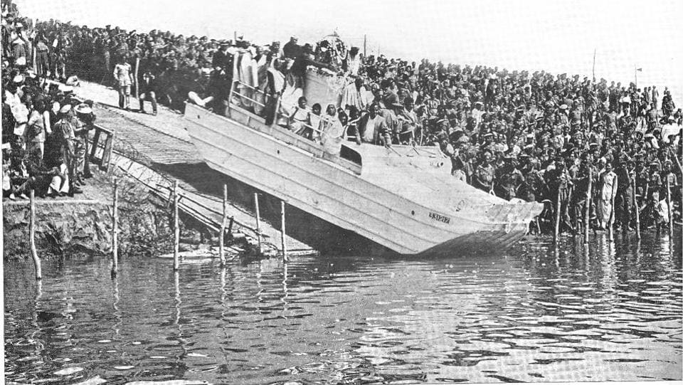 The urn was finally transferred from the chariot to an amphibian vehicle on the bank of the Sangam which then slid down to the river where the ashes were dispersed, marking the end of a chapter in India's freedom struggle and the beginning of a legacy. (HT Archive)