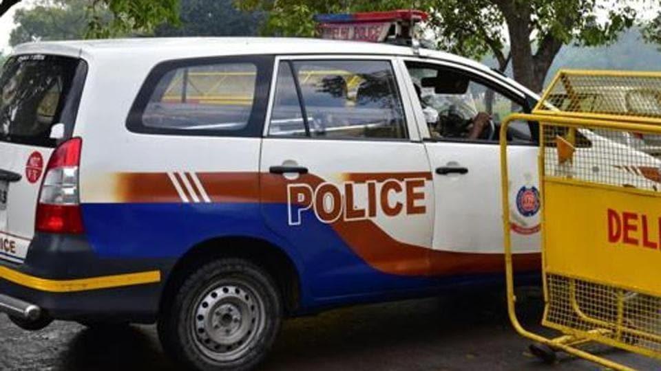 Delhi,Decomposed body,Body found in bed