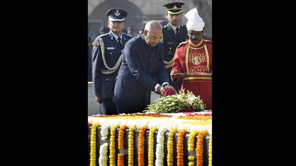 President Ram Nath Kovind pays homage to Mahatma Gandhi on his 70th death anniversary, also observed as Martyrs' Day at Rajghat. (Arvind Yadav / HT Photo)