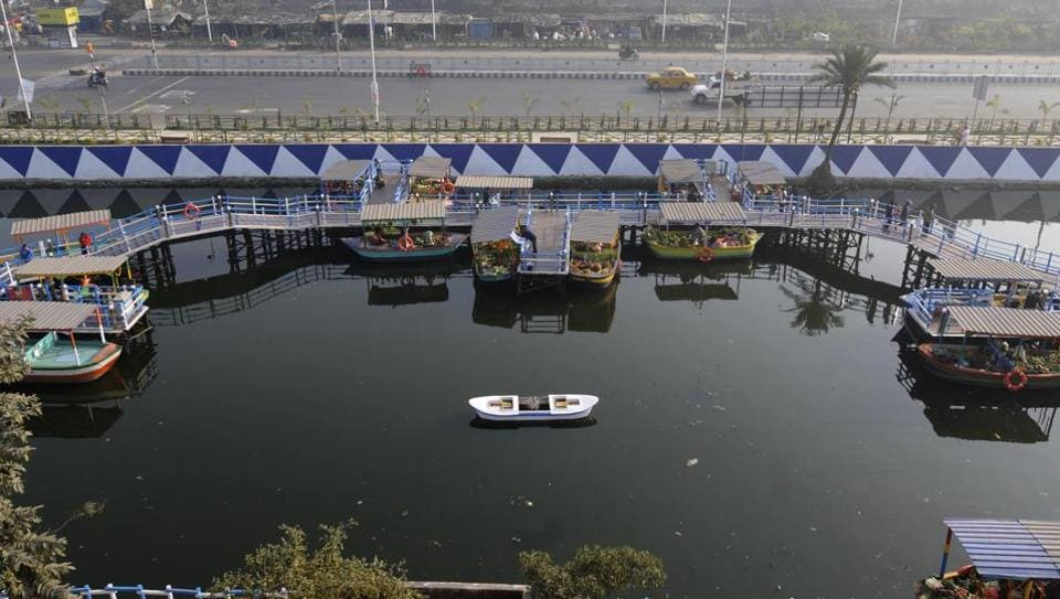 The Kolkata Metropolitan Development Authority (KMDA) has set up India's first floating market which runs solely out of boats at the lake in Patuli, where vendors sell fruits, vegetables, fish among other produce. On January 24, 2018 chief minister Mamata Banerjee officially inaugurated this market as a rehabilitation package for vendors who were displaced from Baisnabghata-Patuli market for extension work on the Eastern Metropolitan Bypass. (Samir Jana / HT Photo)