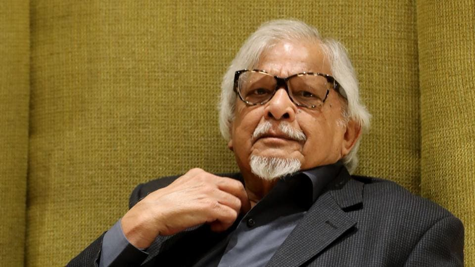 Indian-American social activist, author and grandson of Mahatma Gandhi, Arun Gandhi poses for photographs in Paris on January 29, 2018.