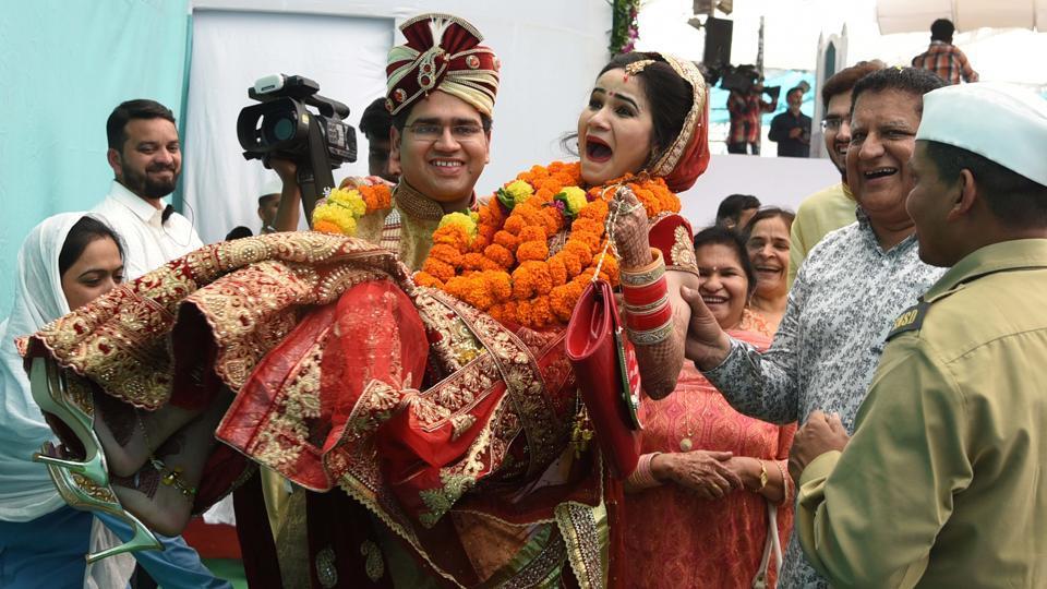 Amass marriage ceremony was organised at Kharghar in Navi Mumbai on Tuesday, January 30, by the Sant Nirankari Mission at its 51st Maharashtra Nirankari Sant Samagam. (Bachchan Kumar/HTPHOTO)