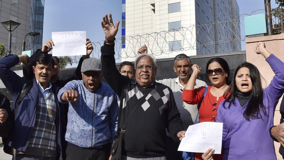 home buyers,Gurgaon,Buyers of Unitech Vistas hold protest