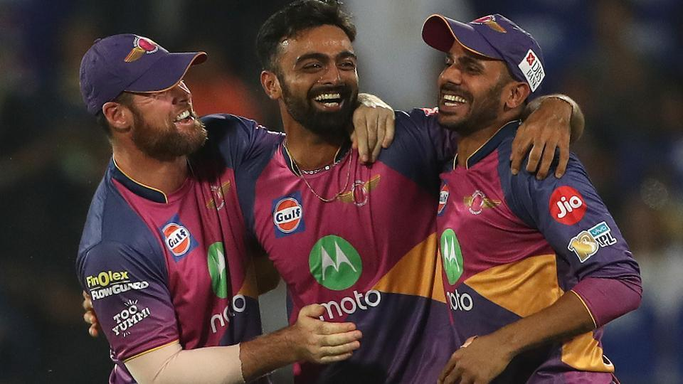 Jaydev Unadkat (centre), who turned out for Rising Pune Supergiant in IPL 2017, will play for Rajasthan Royals in IPL 2018. He was bought for a whopping Rs 11.5 crore in the recently concluded auction.