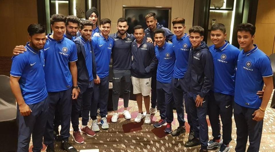 Virat Kohli met with India's ICC U-19 cricket World Cup team in Mumbai ahead of tits departure to New Zealand.