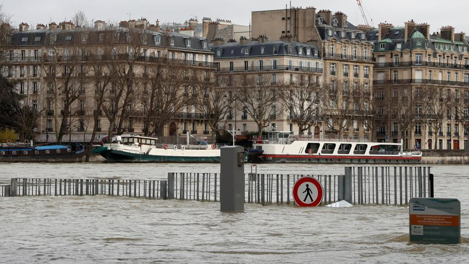 The River Seine peaked on January 29 at more than four meters above its normal level, heralding a lengthy mop-up job for Parisians after days of rising waters that have put the soggy city on alert. (Gonzalo Fuentes / REUTERS)