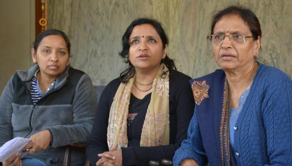 Late Anand Prakash's daughter Aradhana Gupta and wife Madhu Prakash addressing a press conference in Panchkula.