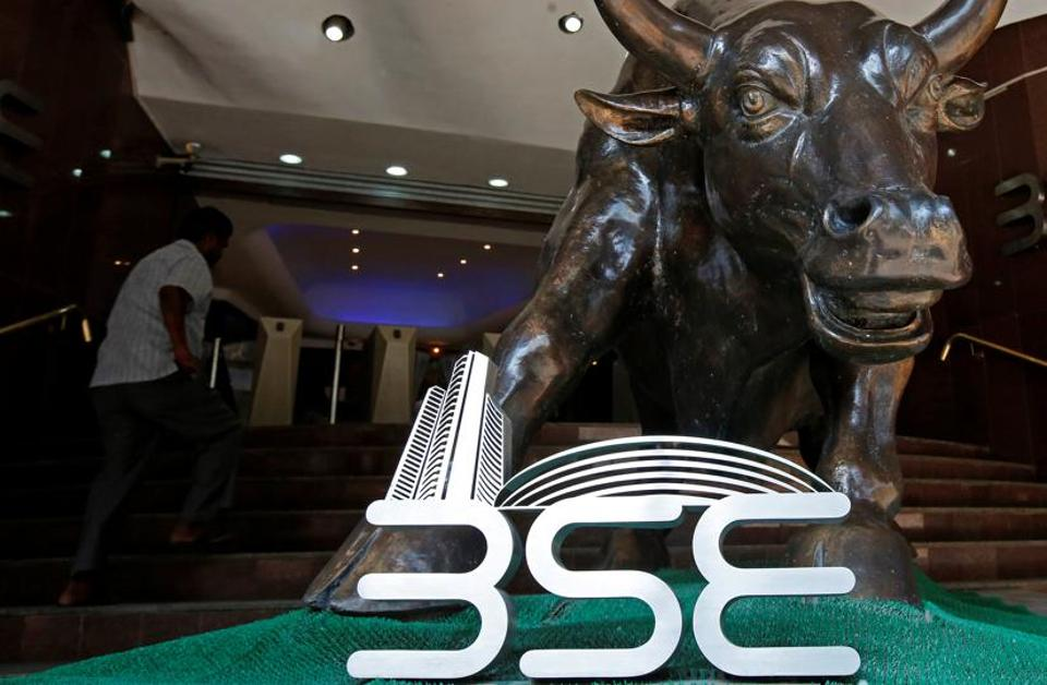 The Bombay Stock Exchange (BSE) logo is seen under a bull statue at the entrance of their building in Mumbai, India January 30, 2018. Picture taken January 30, 2018. REUTERS/Shailesh Andrade