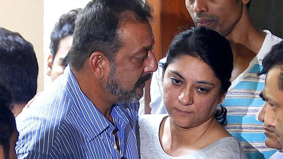 Priya Dutt hugs brother Sanjay Dutt as he leaves for Yerawada Jail after the end of his two weeks' furlough by the state prison authorities in Mumbai, India.