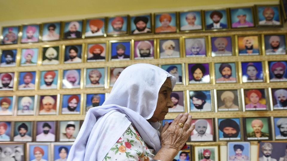 A lady pays tribute to the victims of 1984 anti-Sikh riots at Tilak Vihar in New Delhi.