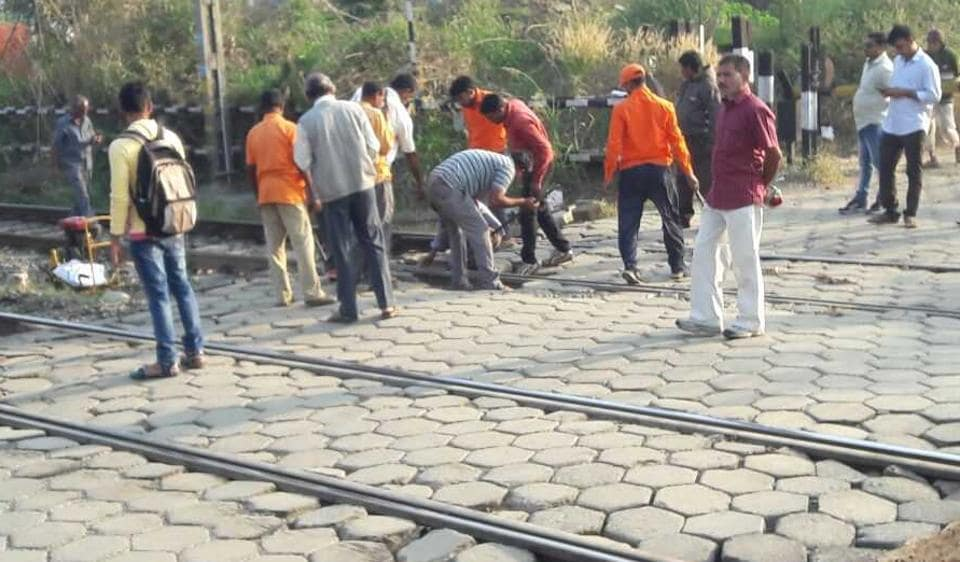 A Western Railway maintenance team works to fix the rail fracture at Umroli Road station on Saturday morning.