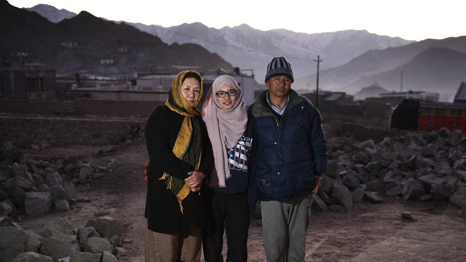 Shabina Kausar, a member of the national women's ice hockey team, with her parents outside her home in Skamparay in Leh. (Sanchit Khanna / HT Photo)
