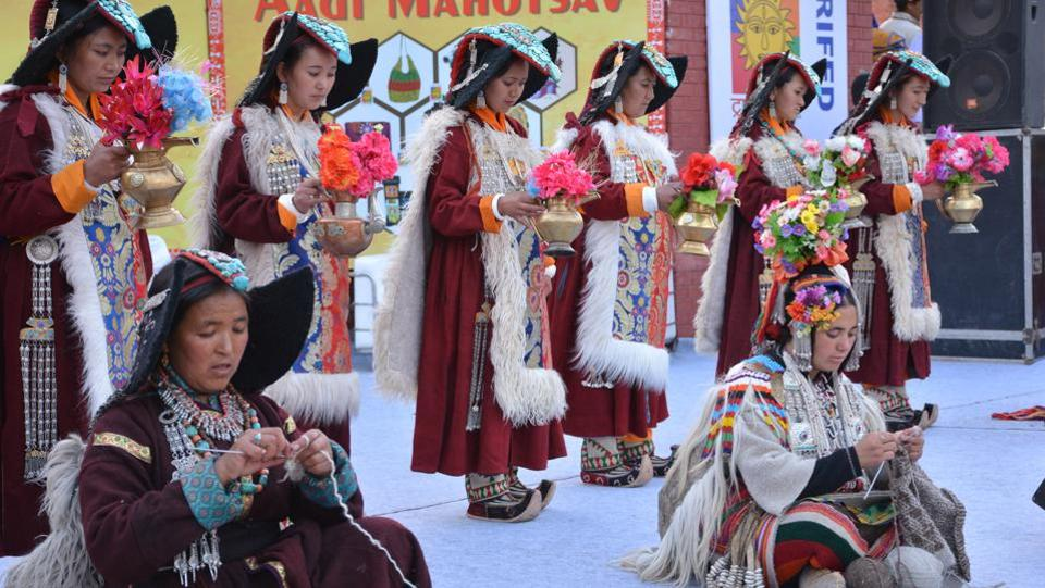 As many as 150 tribal artisans and artists from 25 states are participating in the festival. (SANT ARORA/HT)