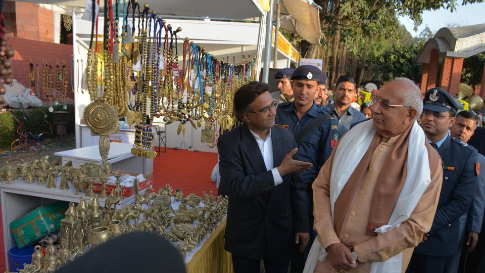 Haryana governor Kaptan Singh Solanki at the festival. Stalls at the fest are adorned with meenakari jewellery, cotton frocks, Pashmina shawls, silk sarees and suits besides tribal jewellery, wristlets and earrings from West Bengal. (SANT ARORA/HT)