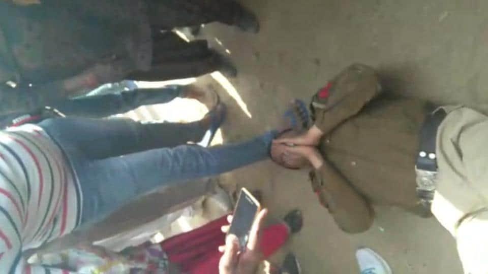 haryana police,viral video,eve teasing