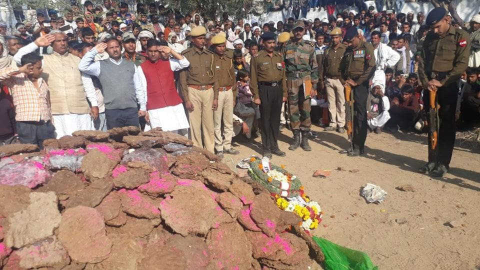 Villagers and army men at the cremation of Naik Balveer Singh in Bharatpur on Sunday.