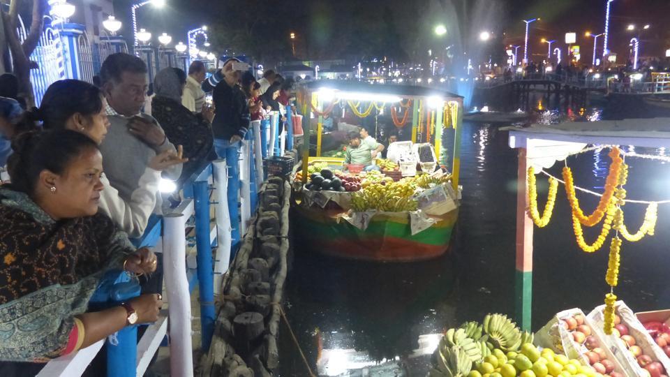 Kolkata Floating Market,Kolkata,Mamata Banerjee