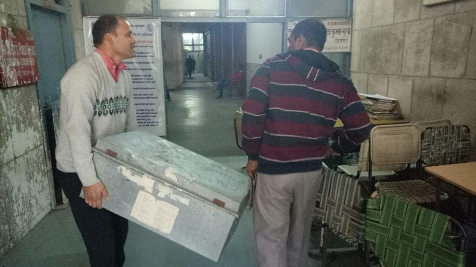 CBI officials carry a trunk with 29 spiral volumes of the chargesheet, which included list of witnesses, forensic reports, fingerprints reports, witness statements, emails exchanged between school principal and management, and evidence which led the CBI to the 16-year-old accused.