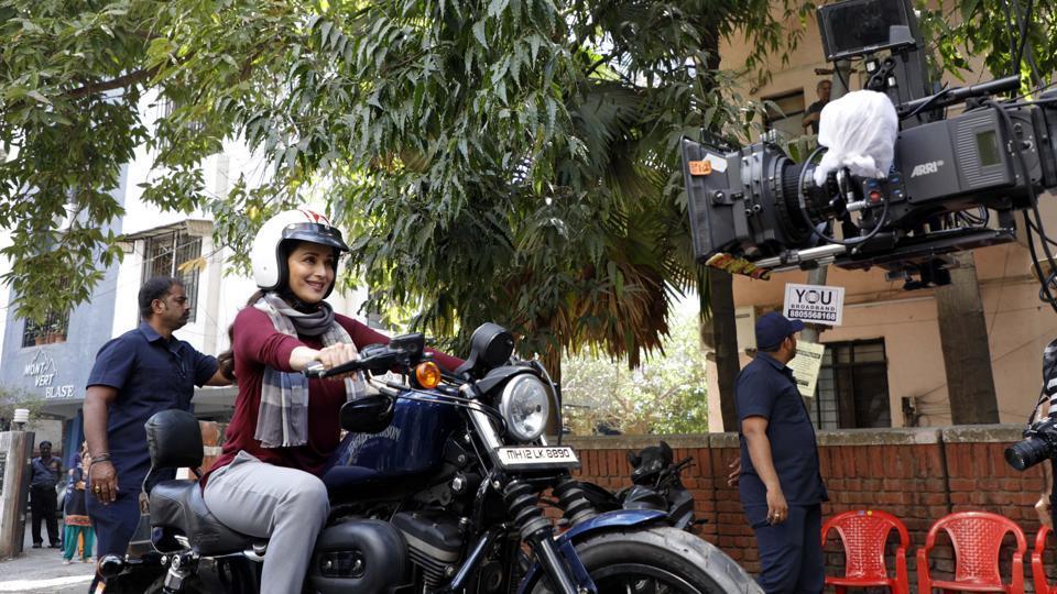 Madhuri Dixit-Nene shot for debut Marathi film Bucket List on Prabhat road in Pune, India, on Saturday, February 3, 2018. (Photo by Rahul Raut/HT PHOTO)