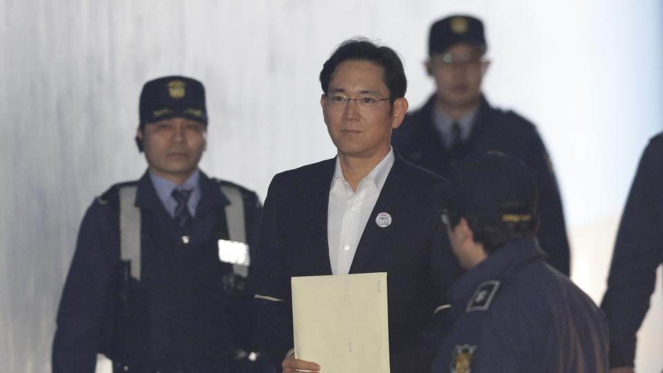 Lee Jae-yong, center, vice chairman of Samsung Electronics, arrives at the Seoul High Court for a hearing in Seoul, South Korea, Monday, Feb. 5, 2018.
