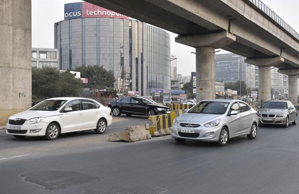 The cut on Golf Course Road, near the Vipul Belmonte Apartments, has turned a death trap for commuters.