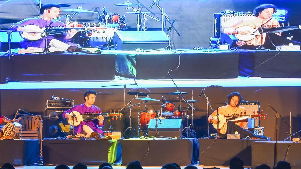 Amaan (left)and Ayaan Ali perform at Horniman Circle.