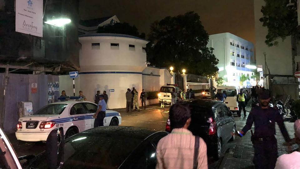 This handout image received from the Mihaaru newspaper on February 5, 2018 shows security forces guarding the Supreme Court in Male after Maldivian President Abdulla Yameen declared a state of emergency.