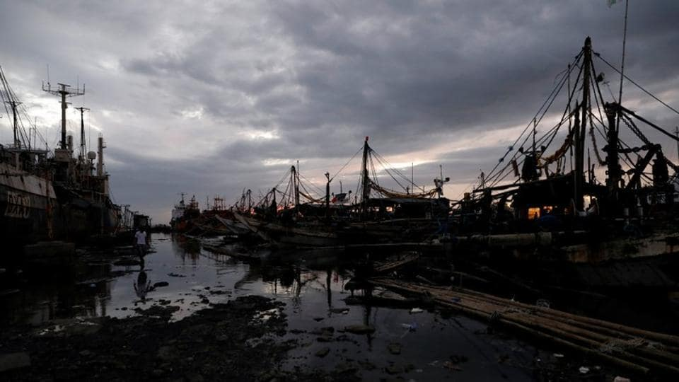 In Spanish colonial times, Navotas, as the area was known before the patchwork of shanties emerged, was the home of a middle class that lived off the sea as owners of fishing boats or shipbuilders. Today, employment is in short supply. (Dondi Tawatao / REUTERS)