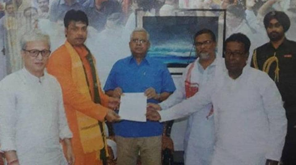 The ruling CPI(M)in Tripura lodged a complaint with the Election Commission over publication of a picture of governor Tathagata Roy with other party leaders  in a  BJP campaign booklet